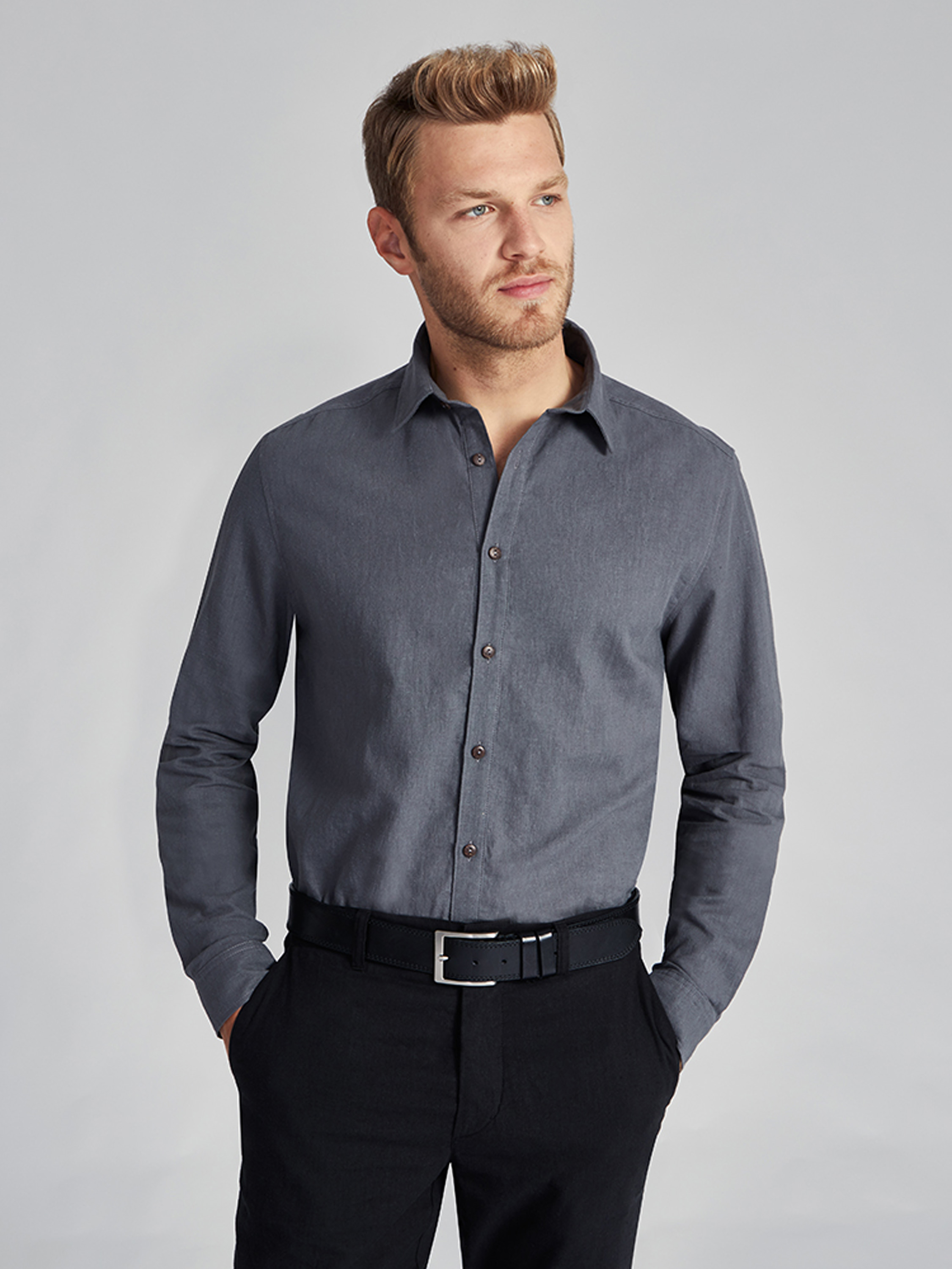 Lightweight and classic shirt